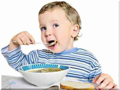 Чим годувати дитину після блювоти: дієта при отруєнні