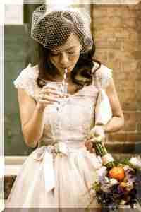 Різ Уізерспун виходила заміж в чудовому рожевому весільному платті від  Монік Люльє. Крім того 863ba3588b6cb