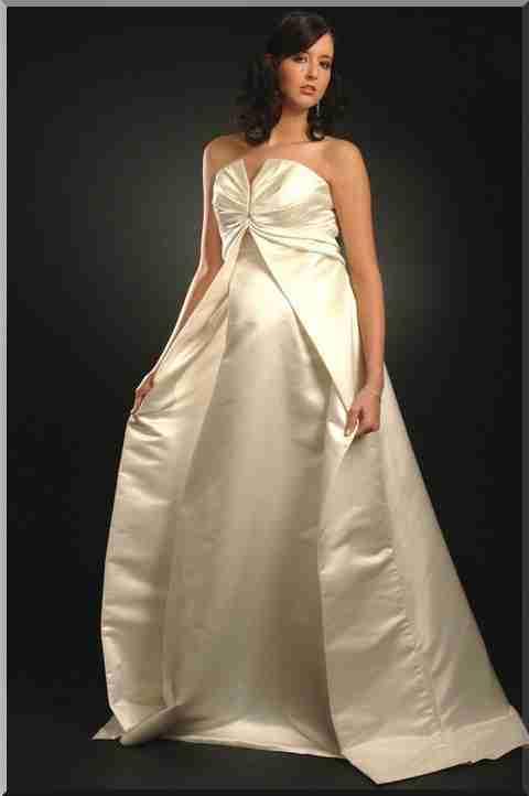 439856b4b4fd69 Для наречених в положенні потрібні більш прості, але вишукані моделі, які  представляють фігуру у всій її красі. Весільні сукні для вагітних